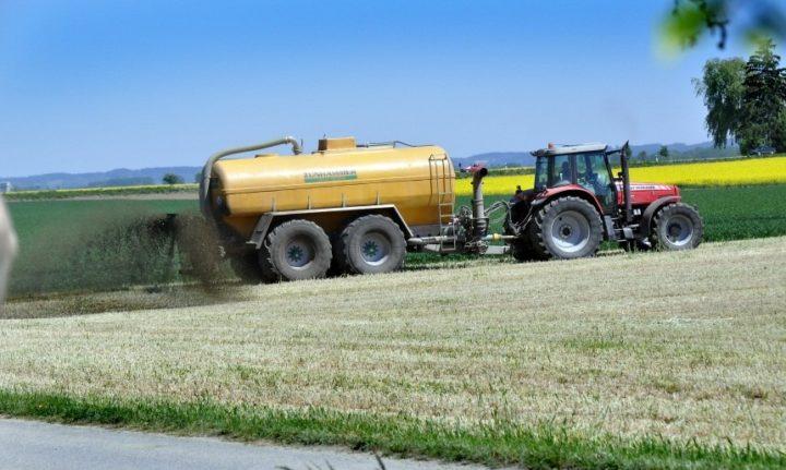 Auf deutschen Äckern werden zuviel Gülle und Gärreste aus Biogasanlagen ausgebracht. (Foto: Peter Bauersachs)